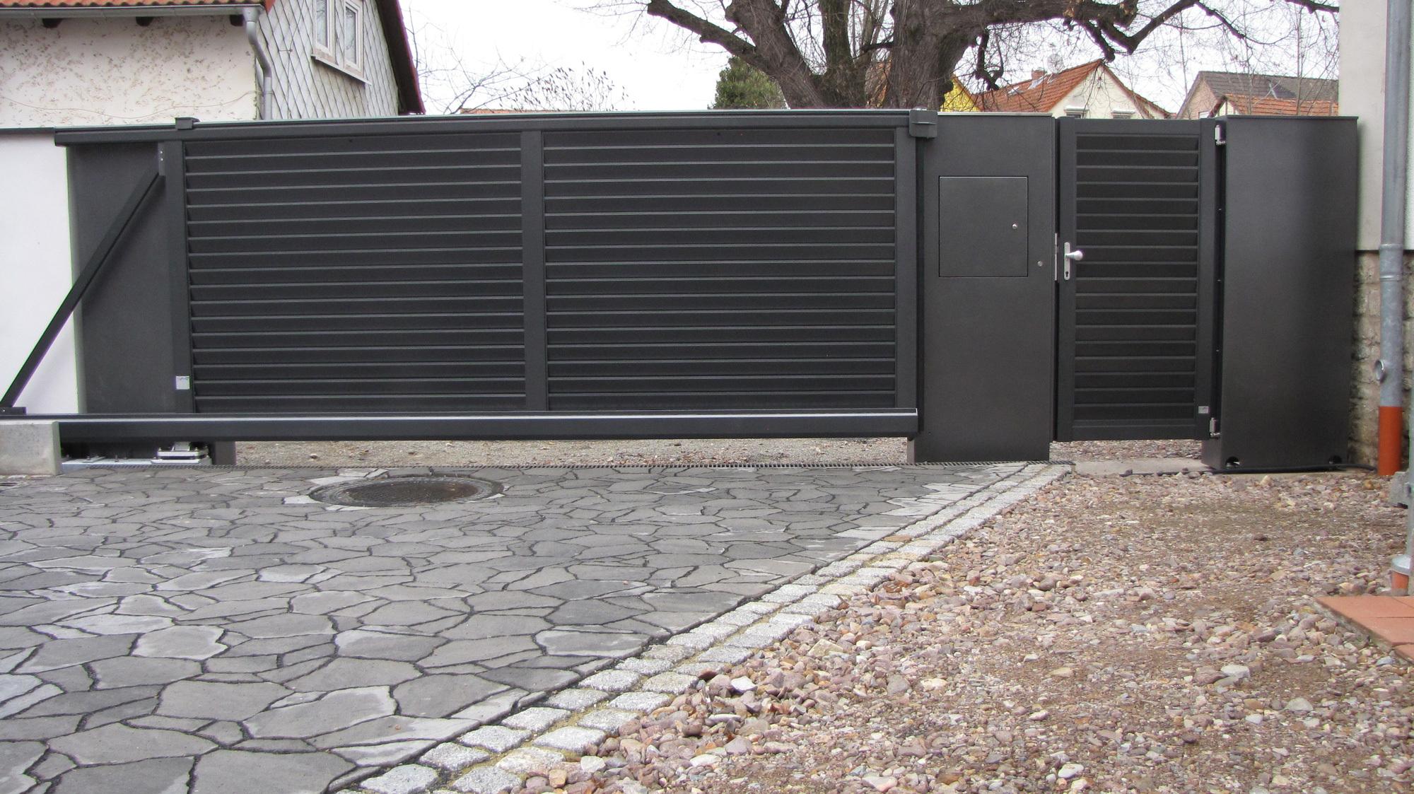 Bucherregal Metall Design ~ Tore türen zäune aus metall